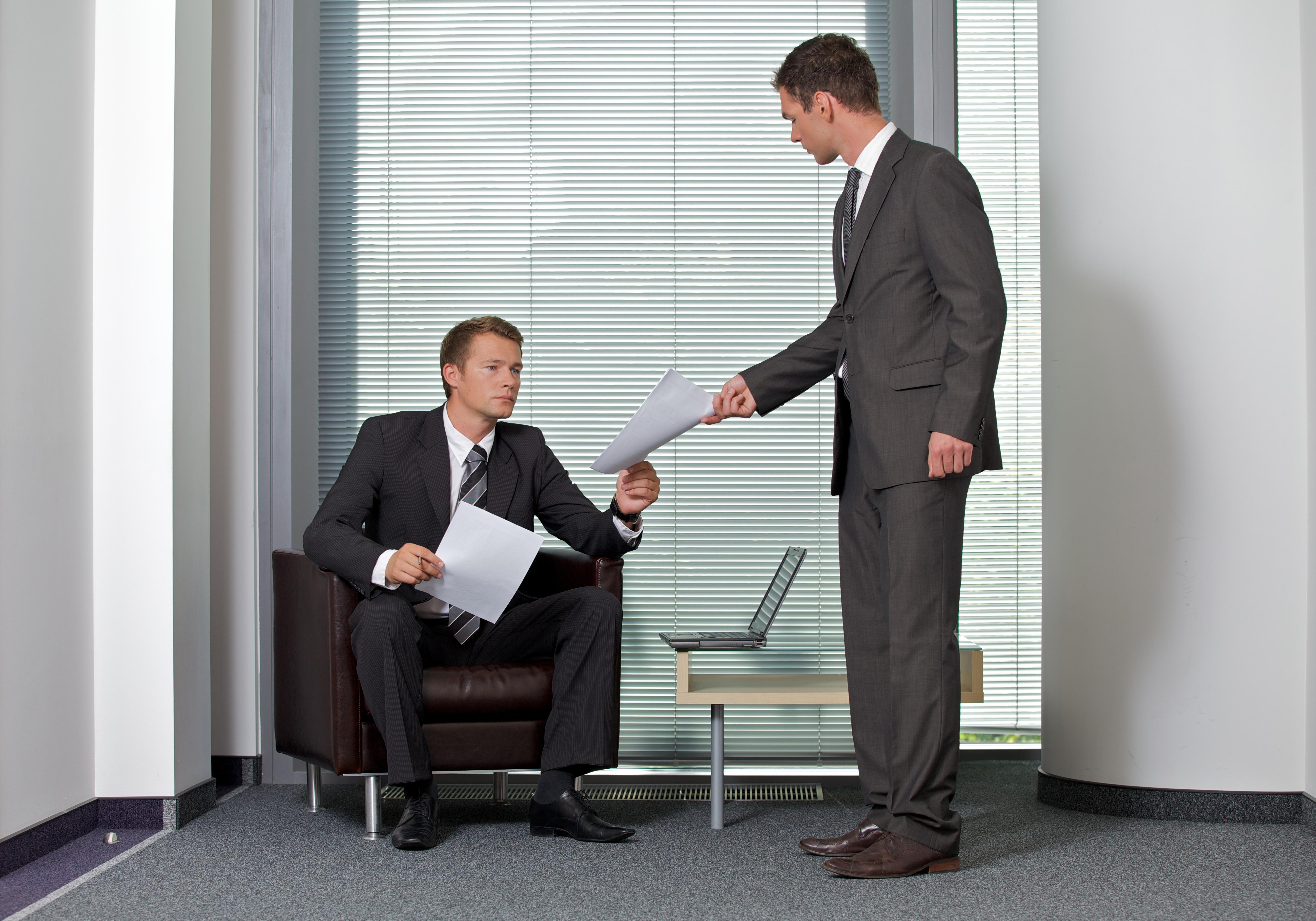 Что надо делать работодателю, если сотрудник оспорил свое увольнение в суде?