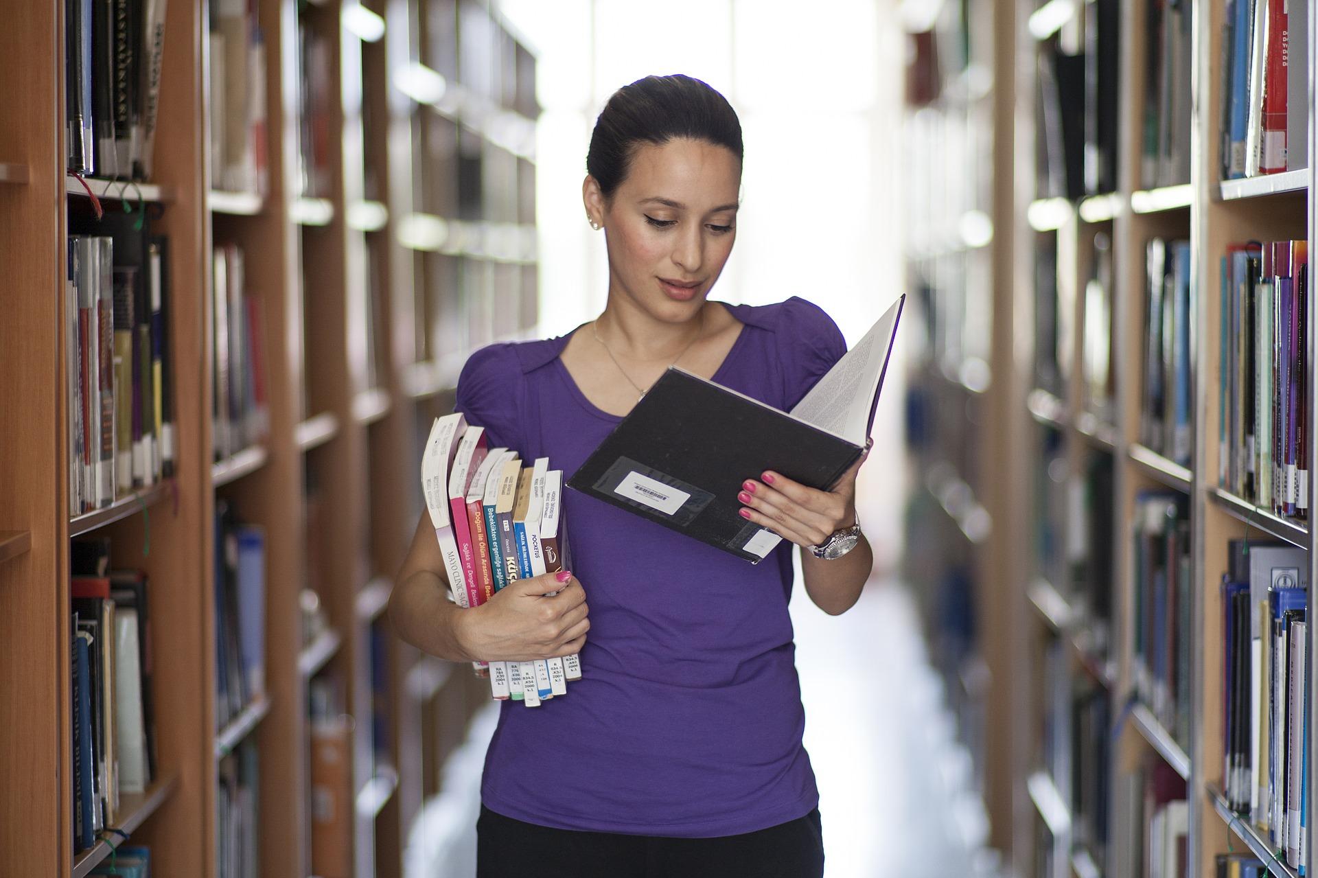 Поддельные документы при приеме на работу: диплом-подделка