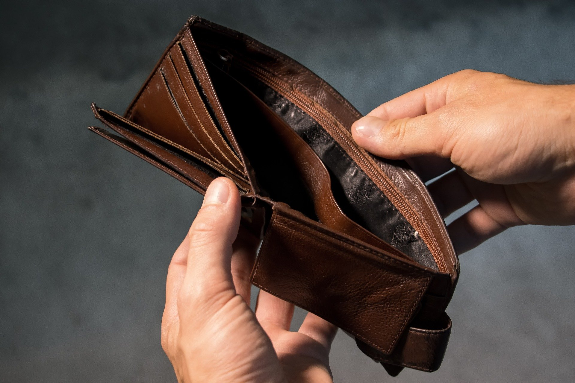 Когда не платят в двойном размере за работу в праздники
