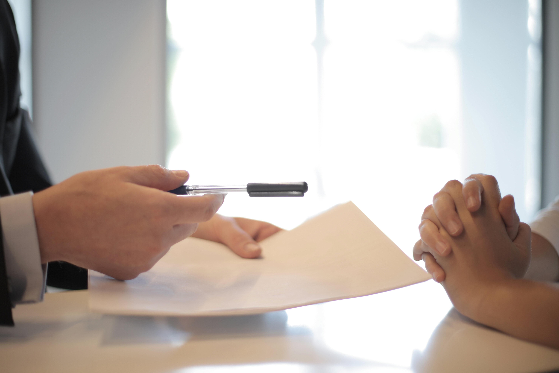 Уплачивать ли взносы с вознаграждения физлицу – поручителю?