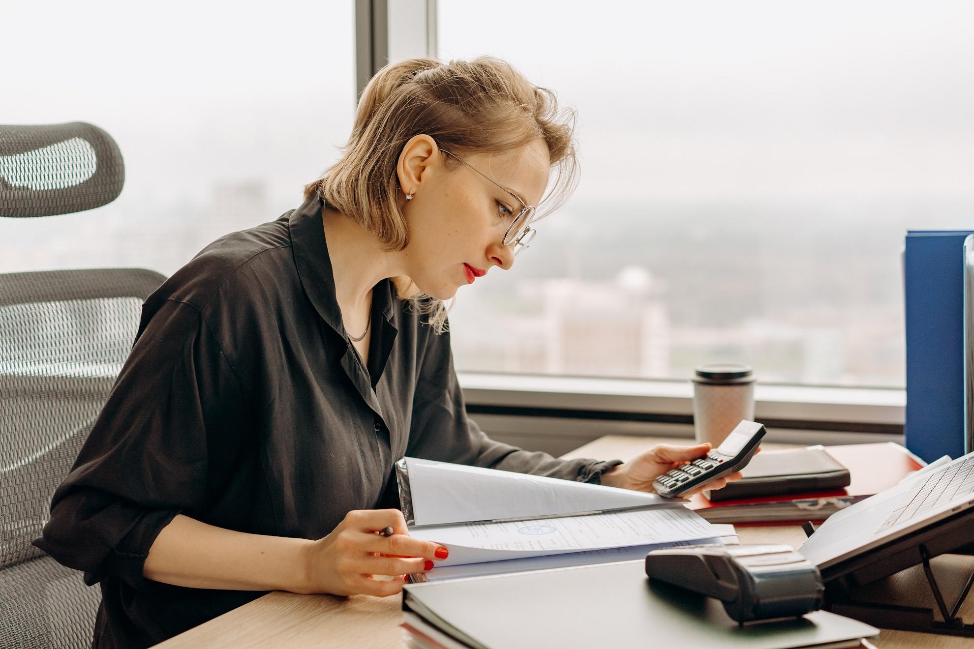 Штраф фирме, бухгалтер не виноват: суд против, чтобы ущерб взыскали с работника