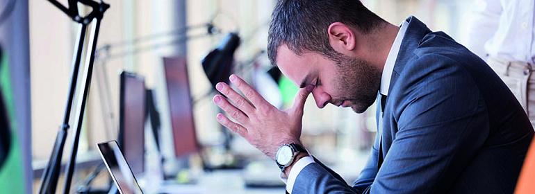 Пможно ли работодателю заверять трудовую книжку работнику  который уже уволился