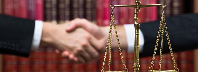 Расходы на услуги адвоката
